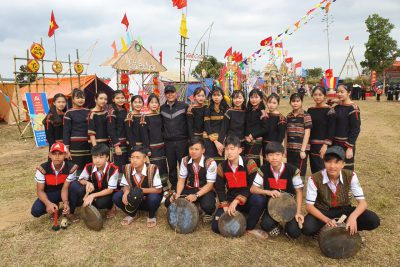 Hình ảnh giao lưu văn nghệ các dân tộc phía bắc tại xã Cư prông.